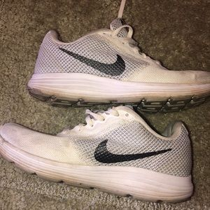 Nike Revolution 3 sneakers